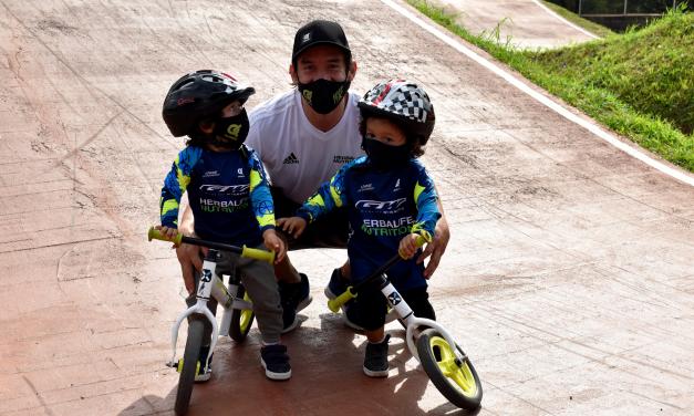 Los Oquendos se tomaron la última clase del año de los semilleros de BMX Antioquia