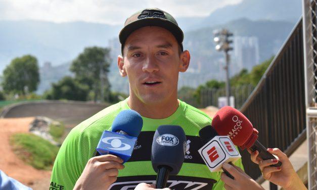 «Debemos seguir entrenando, seguir tranquilos en casa»: Carlos Mario Oquendo